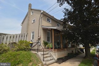 26 S Elm St, Robesonia, PA 19551