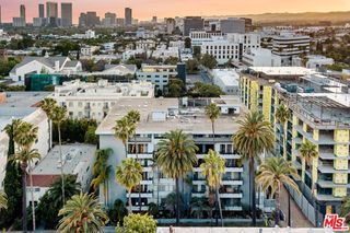 121 S Palm Dr #303, Beverly Hills, CA 90212