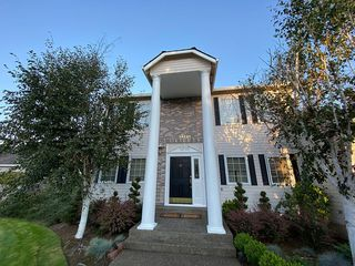 14241 NW Lakeshore Ct, Portland, OR 97229