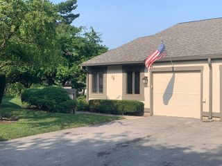 119 Honeysuckle Ct, Rolling Meadows, IL 60008