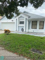 842 W Palm Run Dr, North Lauderdale, FL 33068
