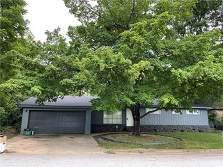 2401 W Valley Dr, Fayetteville, AR 72703