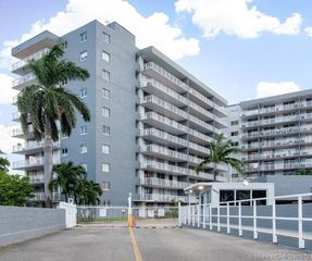 1800 NW 24th Ave #906, Miami, FL 33125