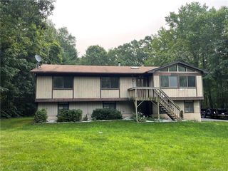 26 Wedgewood Ln, Middletown, NY 10940