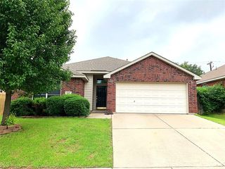 5005 Bedfordshire Dr, Fort Worth, TX 76135
