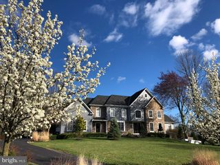 13 Pickering Dr, Newtown, PA 18940
