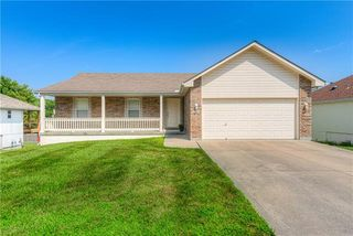 744 SW Ginger Hill Dr, Grain Valley, MO 64029