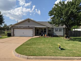 745 NW 8th St, Moore, OK 73160