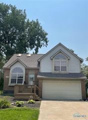 211 W Pinewood Ave, Defiance, OH 43512