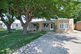 704 Arizona St SE, Albuquerque, NM 87108