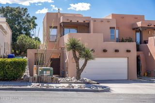 704 Indian Hollow Rd, Las Cruces, NM 88011