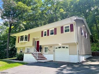 219 Prospect Point Rd, Lake Hopatcong, NJ 07849