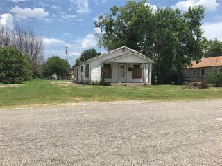 514 Thomas St, Refugio, TX 78377