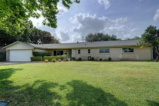 1725 Weathered St, Irving, TX 75062