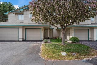 5852 N Cobbler Ln, Boise, ID 83703