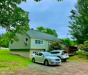 410 Lakeview Dr, Honesdale, PA 18431