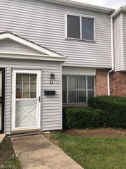 4660 Country Ln #11, Cleveland, OH 44128