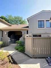 1305 Oak Hill Rd #D, Lake Barrington, IL 60010