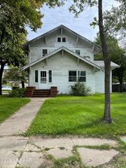 220 1st Ave NW, Mayville, ND 58257