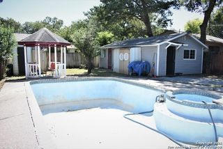 2230 W Hermosa Dr, San Antonio, TX 78201