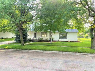 324 Montrose Ave, Bertrand, NE 68927
