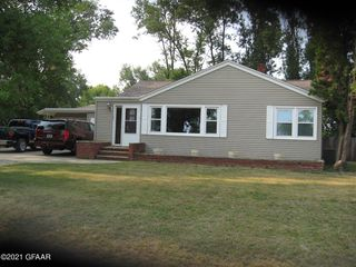 101 5th St, Gilby, ND 58235