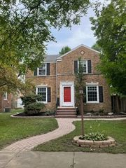 240 Gregory Ave, Munster, IN 46321