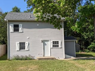 613 N River Rd, Mchenry, IL 60051