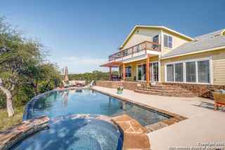 154 Hill Top Ln, Pipe Creek, TX 78063