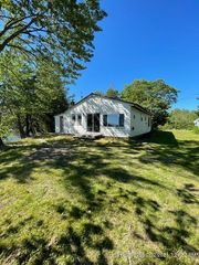 18 Cove Rd, Plymouth, ME 04969