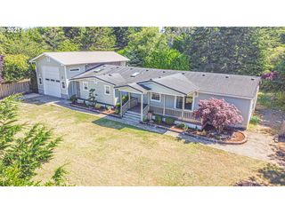 63899 Wallace Rd, Coos Bay, OR 97420