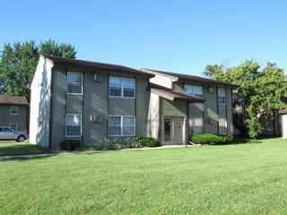 1826 37th St NW #B, Rochester, MN 55901