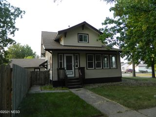 421 E 10th Ave, Webster, SD 57274