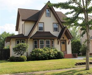 135 Dalkeith Rd, Rochester, NY 14609