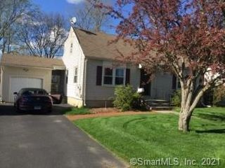 14 Kimberly Rd, West Hartford, CT 06107