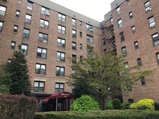 83-25 98th St #6H, Woodhaven, NY 11421