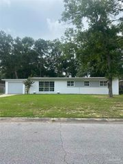 712 Boxwood Dr, Pensacola, FL 32503