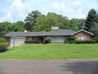 214 Country Club Ln, Belleville, IL 62223