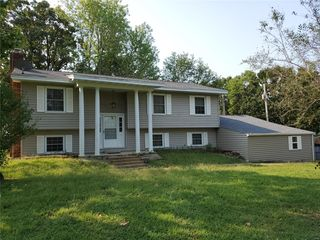 1069 Sun Meadow Rd, Bourbon, MO 65441