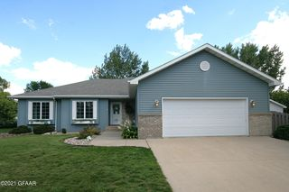 2701 S 36th St, Grand Forks, ND 58201