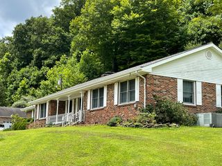1125 State Key Hwy #718, Flat Lick, KY 40935