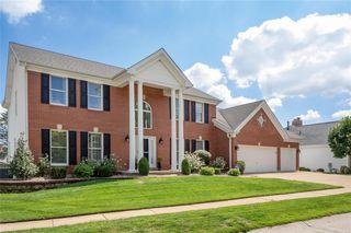 2224 Twin Estates Cir, Chesterfield, MO 63017