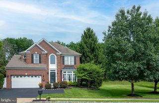 111 Lakeview Dr, New Hope, PA 18938