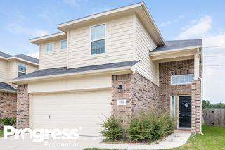 9506 Green Mills Dr, Houston, TX 77070