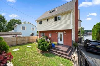 47 Brady Rd, Lake Hopatcong, NJ 07849