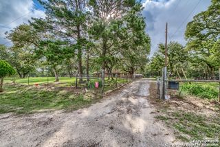 537 Springwood Ln, Adkins, TX 78101