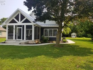 55 Chapman Rd, Put In Bay, OH 43456
