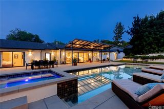 4955 Winnetka Ave, Woodland Hills, CA 91364