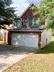 1912 Simmons Ln, Hampton, GA 30228