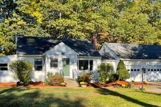 156 Exeter Rd, Newmarket, NH 03857